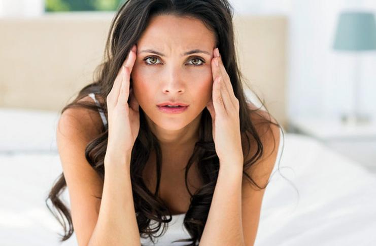 Может ли во время месячных болеть голова